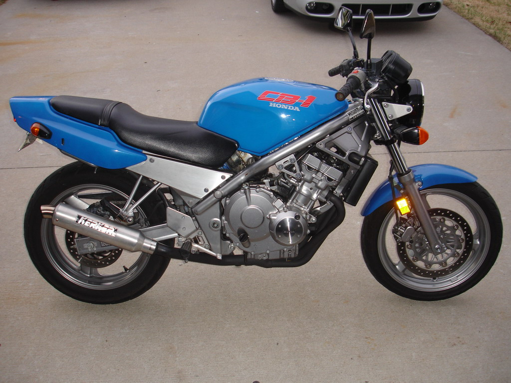 In the 25 years since the CB-1, it has changed again, with singles and twins in the first-bike market with counter-balancers replacing the multiple cylinders. Especially in the U.S., the CB-1 is a snapshot, when there were still a few bikes with not much plastic and no room for graphics.